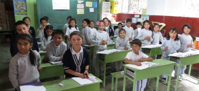 Photo credit: Pruebas a estudiantes realizadas por Ineval en la provincia de Azuay del 17 al 25 de junio de 2013 / INEVAL Ecuador / CC BY 2.0 (with modifications)